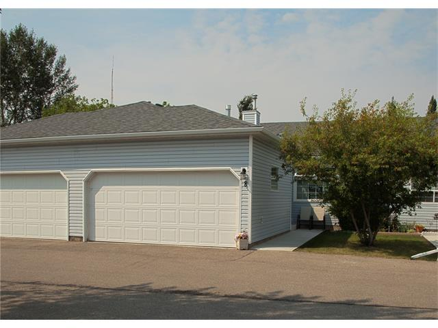 Main Photo: 8 105 ELM Place: Okotoks House for sale : MLS® # C4024142
