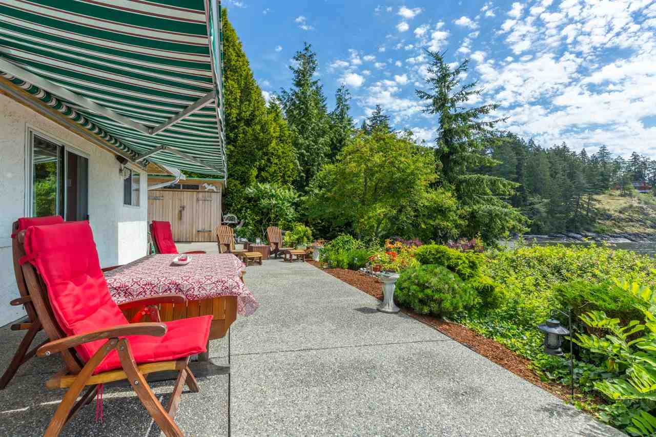 "Photo 8: Photos: 5504 HILL Road in Sechelt: Sechelt District House for sale in ""CALETA ESTATES"" (Sunshine Coast)  : MLS® # R2085273"