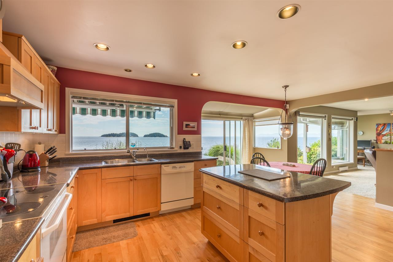 "Photo 9: Photos: 5504 HILL Road in Sechelt: Sechelt District House for sale in ""CALETA ESTATES"" (Sunshine Coast)  : MLS® # R2085273"