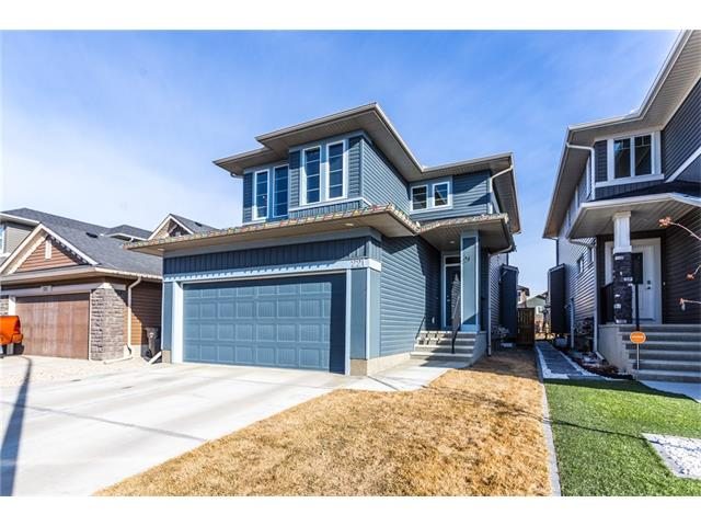 Main Photo: 221 EVANSPARK Gardens NW in Calgary: Evanston House for sale : MLS(r) # C4108136