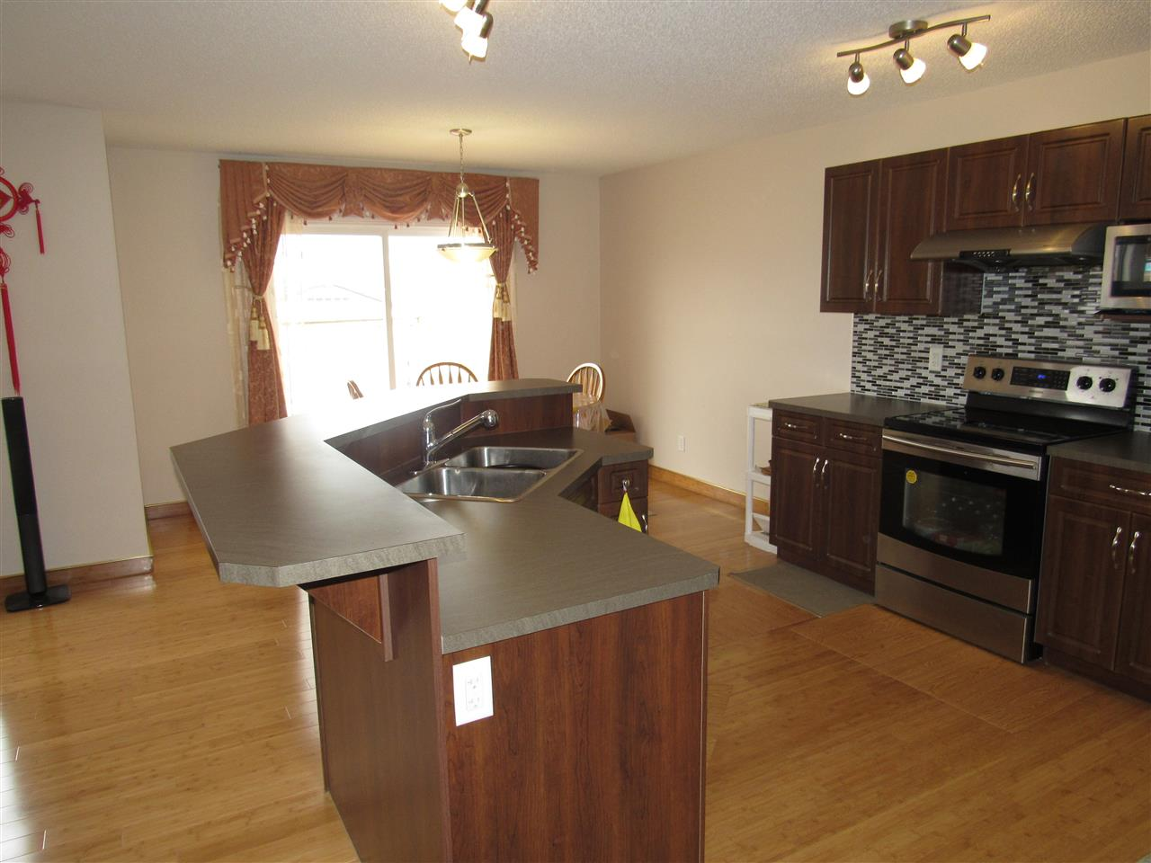 Photo 9: 7904 173 Avenue in Edmonton: Zone 28 House for sale : MLS(r) # E4058384