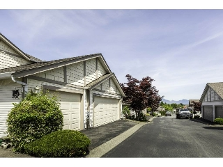 "Main Photo: 76 9012 WALNUT GROVE Drive in Langley: Walnut Grove Townhouse for sale in ""QUEEN ANNE GREEN"" : MLS(r) # R2175607"