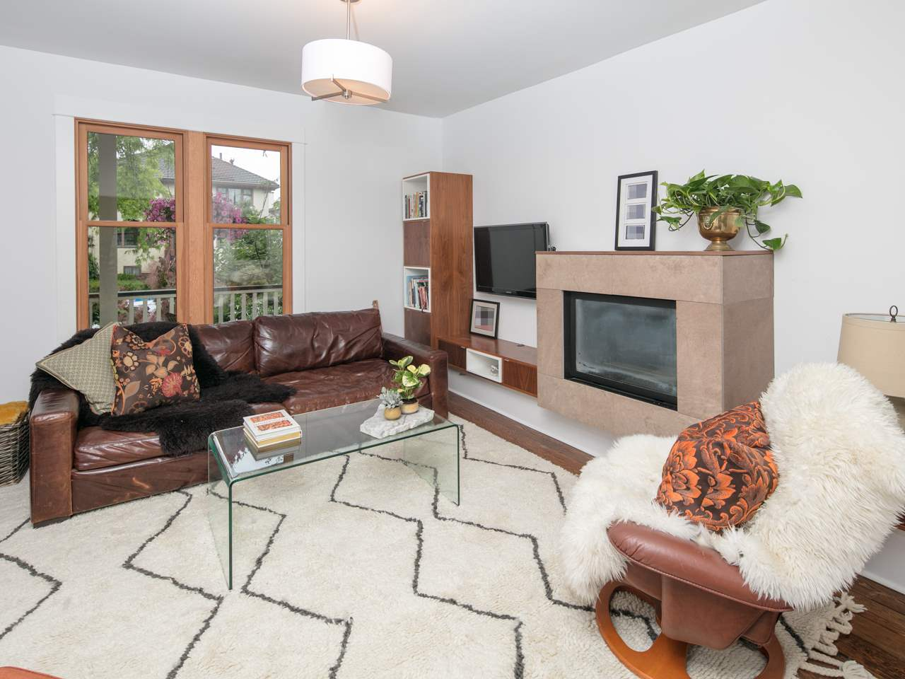 Photo 2: 880 KEEFER Street in Vancouver: Mount Pleasant VE House for sale (Vancouver East)  : MLS® # R2176389