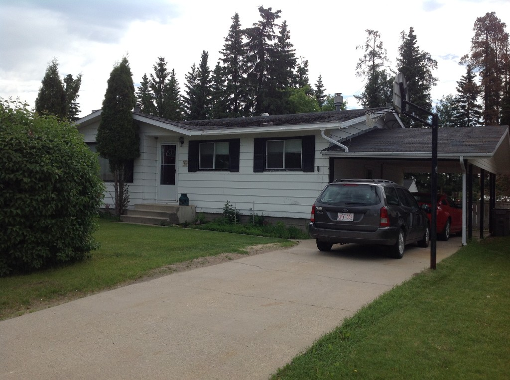 Main Photo: 35 Whitecourt Avenue in Whitecourt: House for sale : MLS(r) # 43766