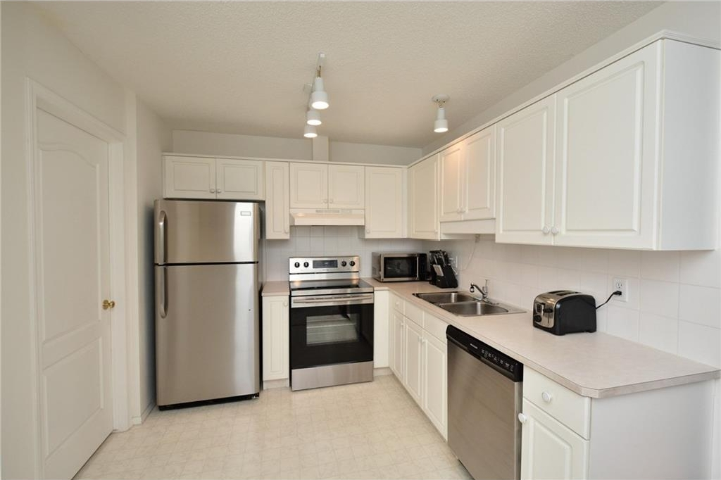 Brand new Stainless Steel Kitchen Appliances included.