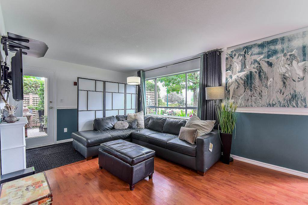 "Photo 5: Photos: 104 15991 THRIFT Avenue: White Rock Condo for sale in ""Pacific Quorum Properties"" (South Surrey White Rock)  : MLS® # R2207611"