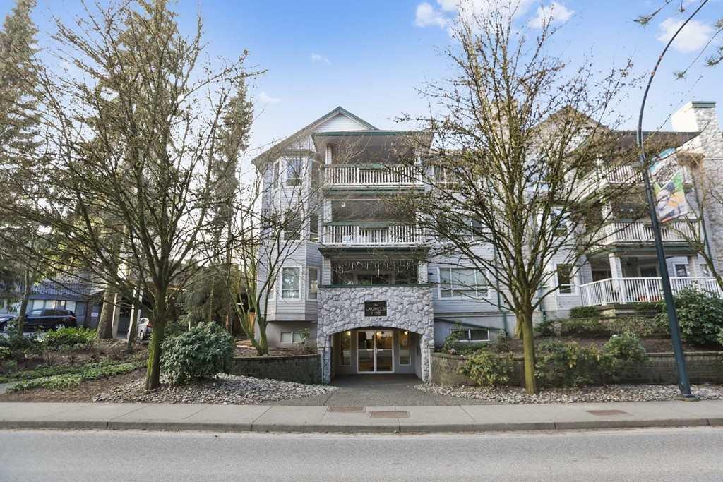 "Photo 2: Photos: 205 1150 LYNN VALLEY Road in North Vancouver: Lynn Valley Condo for sale in ""The Laurels"" : MLS® # R2245037"