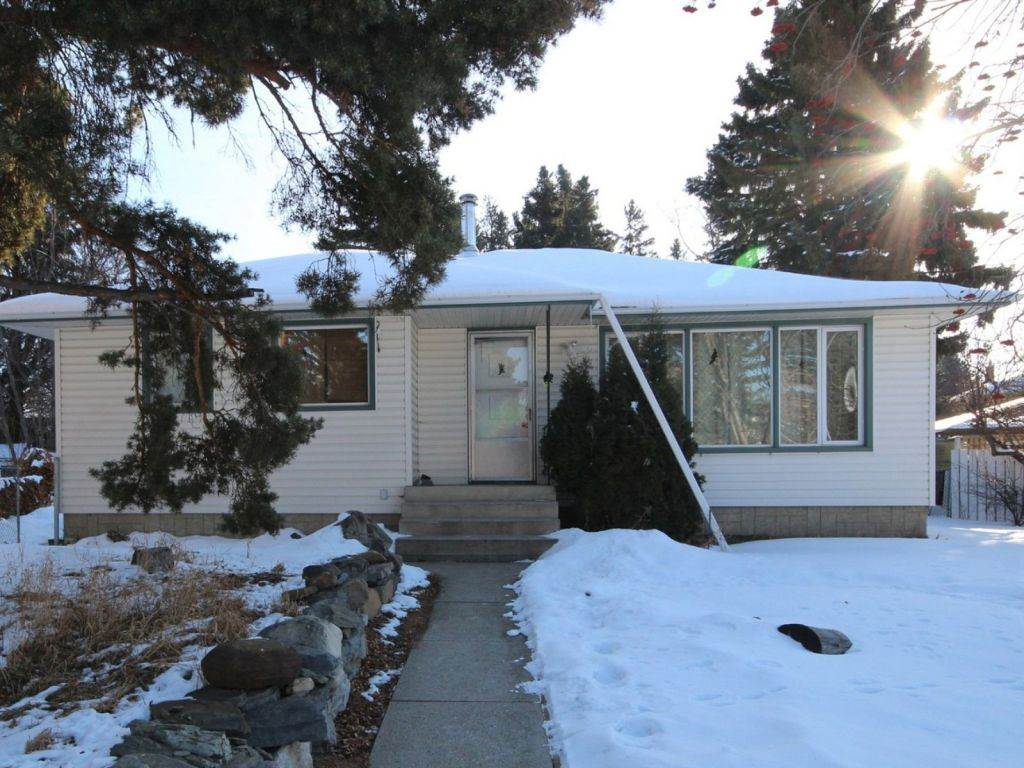 Main Photo: 9331 83 Street in Edmonton: Zone 18 House for sale : MLS®# E4100393