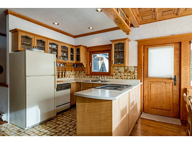"Photo 11: 6590 BALSAM Way in Whistler: Whistler Cay Estates House for sale in ""WHISTLER CAY"" : MLS® # V1100023"