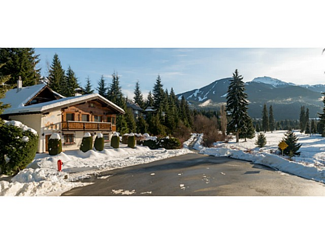 "Photo 1: 6590 BALSAM Way in Whistler: Whistler Cay Estates House for sale in ""WHISTLER CAY"" : MLS® # V1100023"