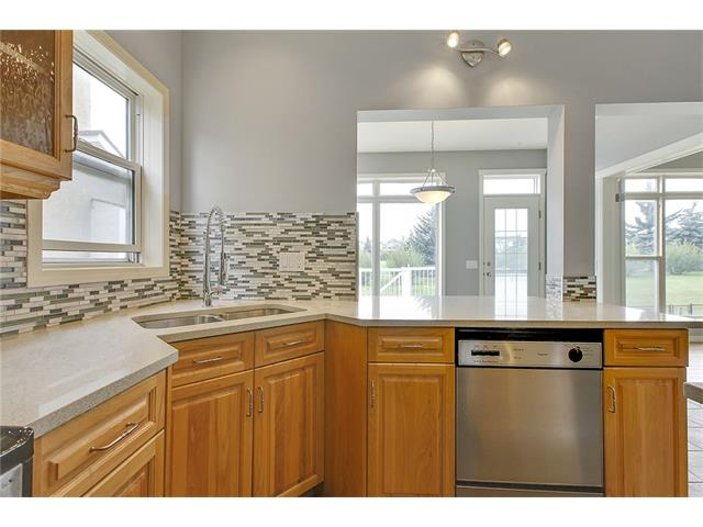 Photo 14: 19 HIDDEN CREEK Green NW in Calgary: Hidden Valley House for sale : MLS(r) # C4047943