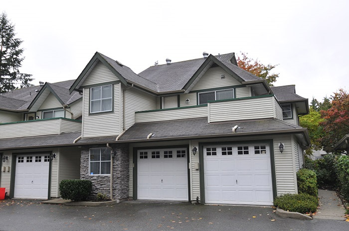 "Main Photo: 52 19034 MCMYN Road in Pitt Meadows: Mid Meadows Townhouse for sale in ""MEADOW VALE"" : MLS® # R2117511"
