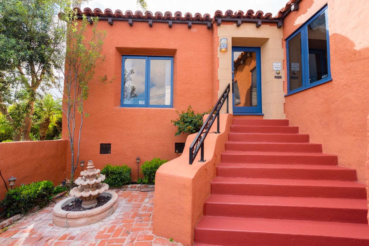 Photo 2: MISSION HILLS House for sale : 3 bedrooms : 840 W THORN ST in San Diego