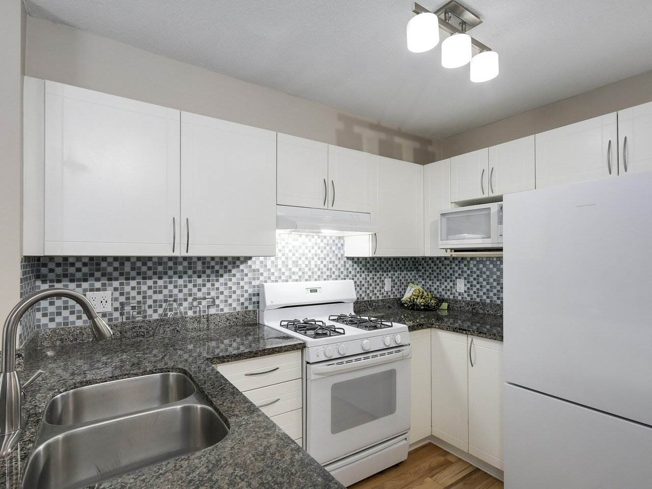 "Photo 5: 209 688 E 16TH Avenue in Vancouver: Fraser VE Condo for sale in ""VINTAGE EASTSIDE"" (Vancouver East)  : MLS(r) # R2168610"
