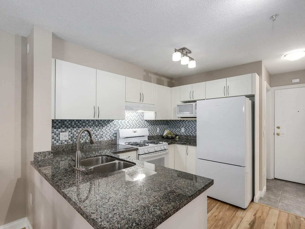 "Photo 4: 209 688 E 16TH Avenue in Vancouver: Fraser VE Condo for sale in ""VINTAGE EASTSIDE"" (Vancouver East)  : MLS(r) # R2168610"