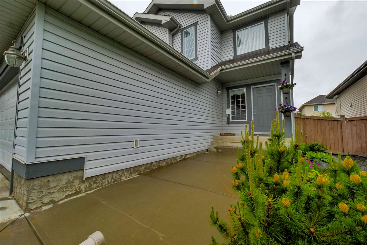Photo 2: 118 Hayward Crescent in Edmonton: Zone 14 House for sale : MLS(r) # E4067230