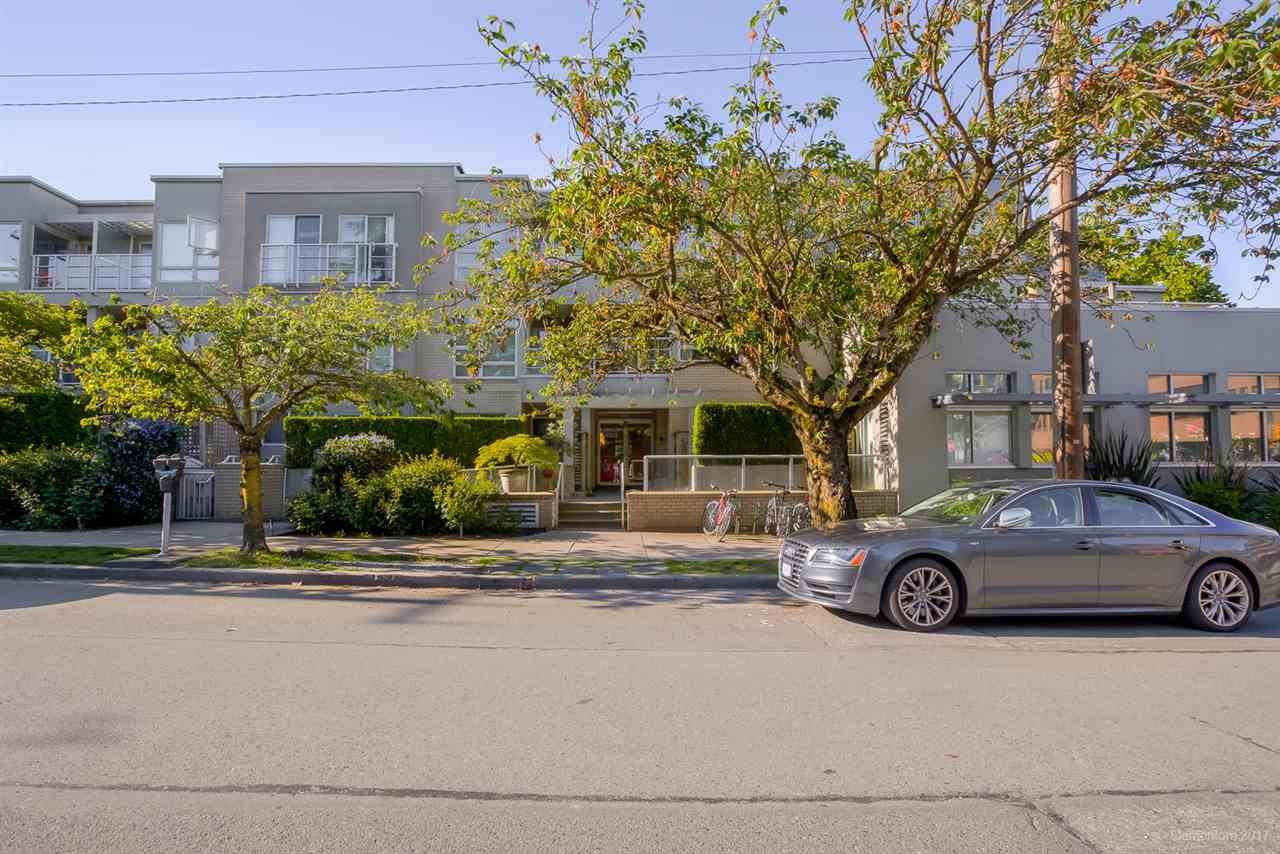 "Main Photo: 116 1823 W 7TH Avenue in Vancouver: Kitsilano Condo for sale in ""THE CARNEGIE"" (Vancouver West)  : MLS®# R2174628"