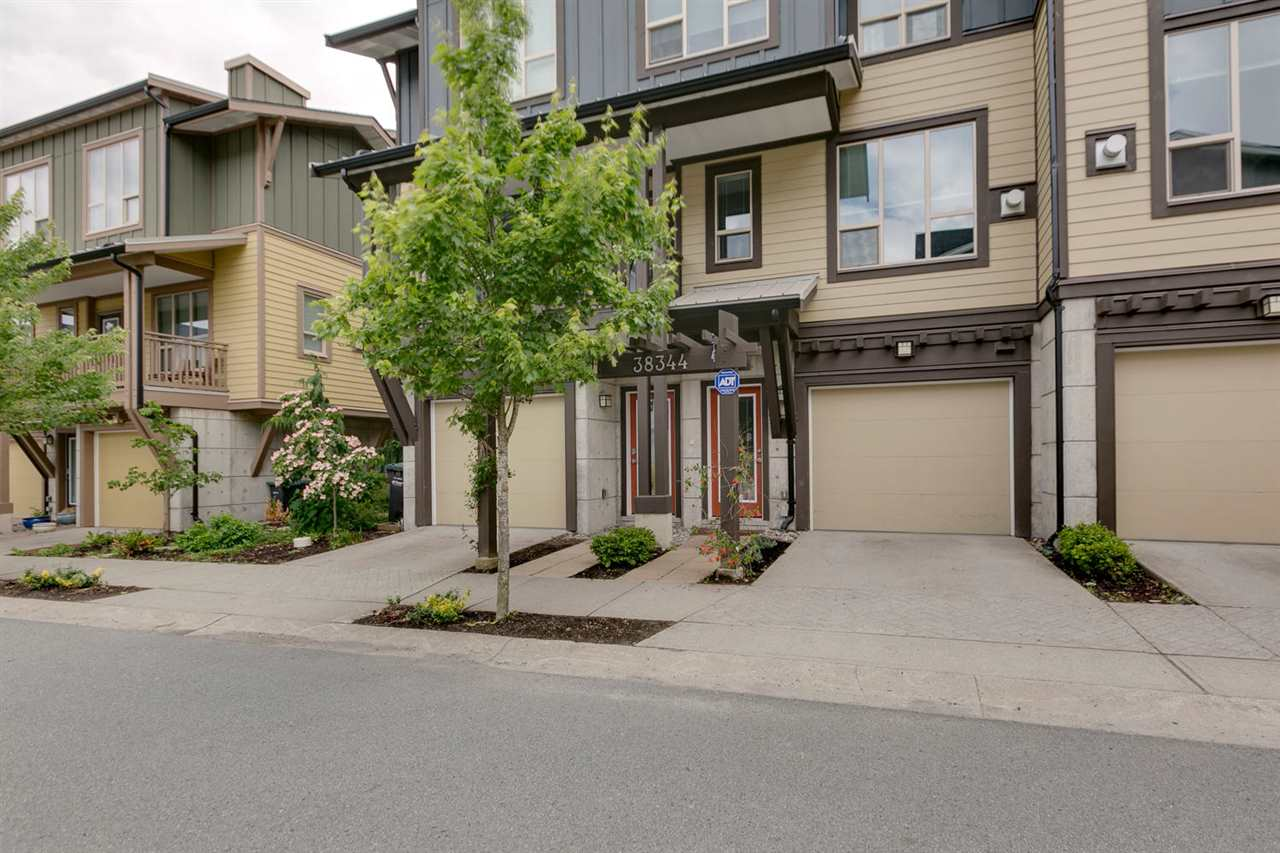 "Main Photo: 38344 EAGLEWIND Boulevard in Squamish: Downtown SQ Townhouse for sale in ""Eaglewind-Streams"" : MLS(r) # R2178583"