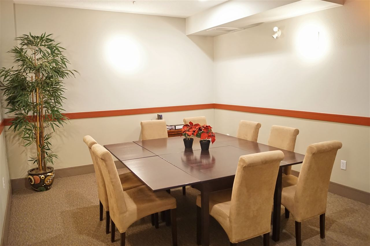 24) Party room on 3rd floor