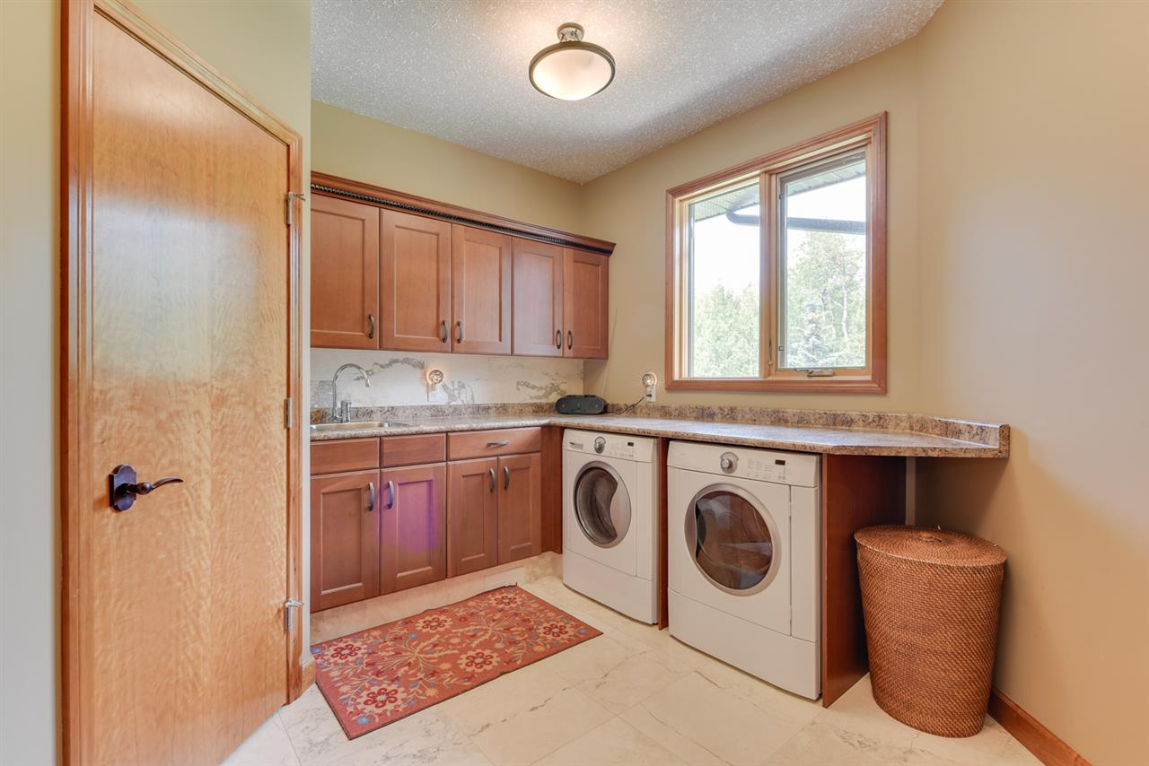 laundry room with ample counter and cabinet space