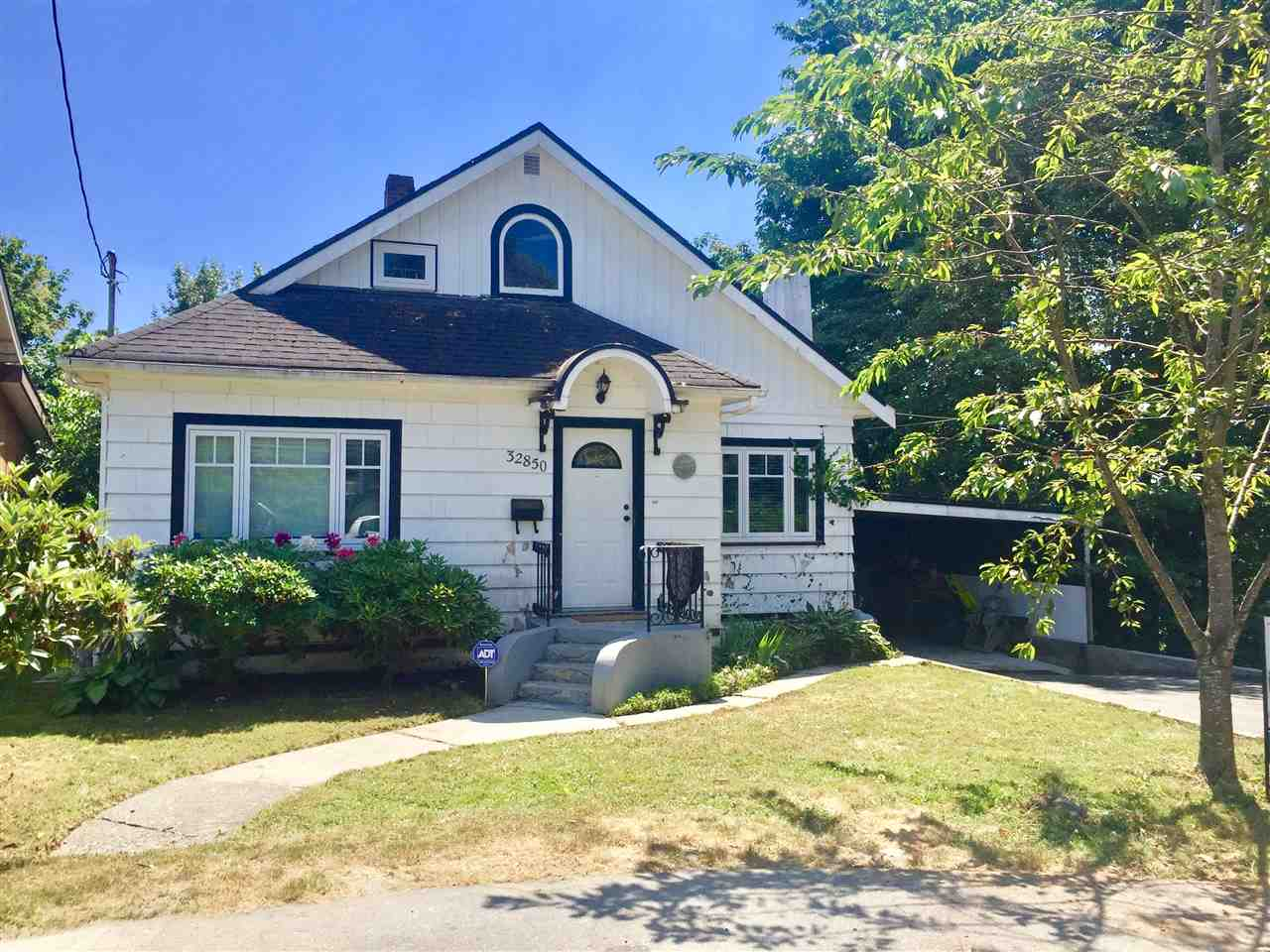 Main Photo: 32850 2ND Avenue in Mission: Mission BC House for sale : MLS(r) # R2189340