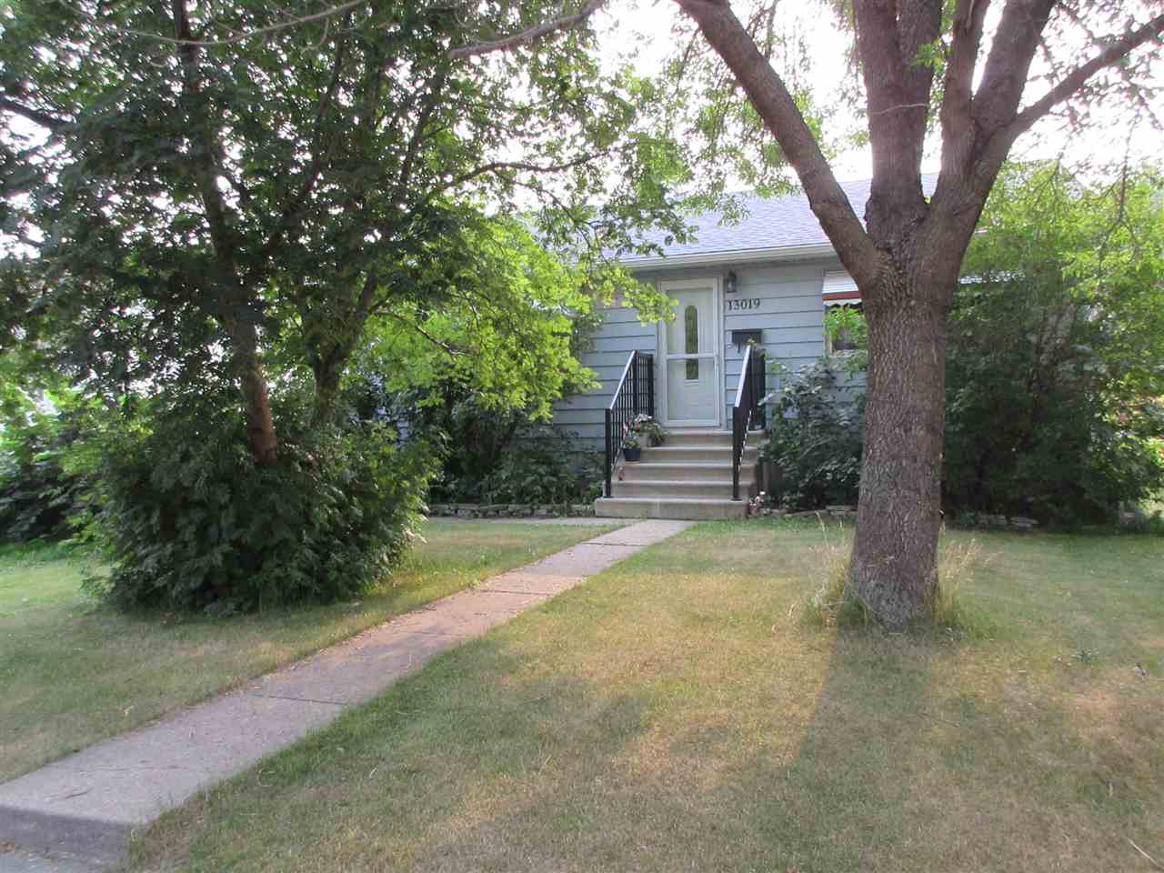 Main Photo:  in Edmonton: Zone 02 House for sale : MLS® # E4074483