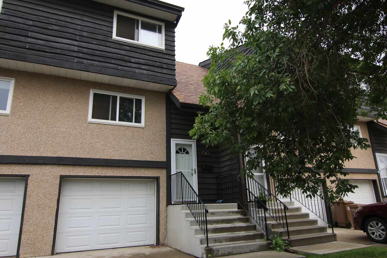 Main Photo: 5 GRANDIN WOODS Estates: St. Albert Townhouse for sale : MLS® # E4076304