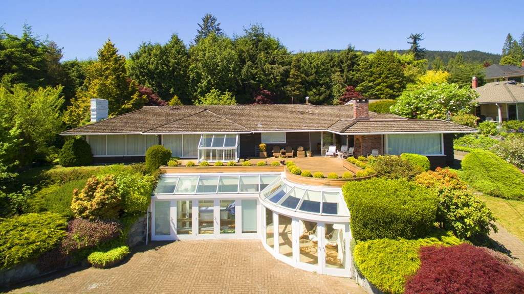 Main Photo: 875 EYREMOUNT Drive in West Vancouver: British Properties House for sale : MLS® # R2204117