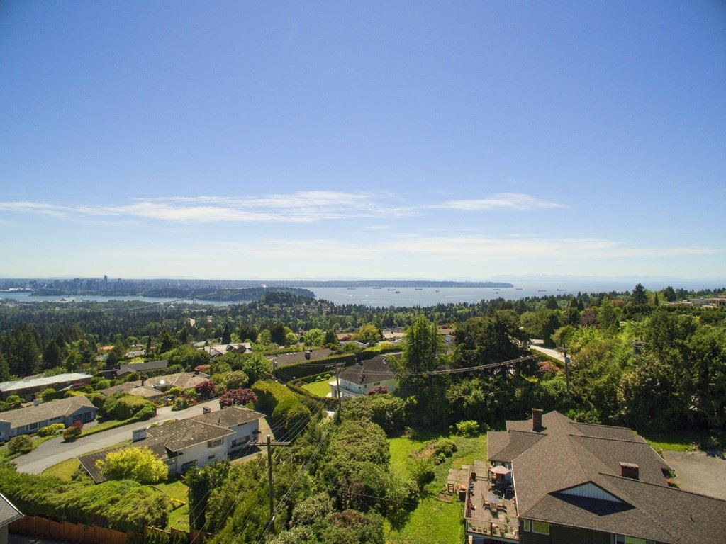 Photo 2: 875 EYREMOUNT Drive in West Vancouver: British Properties House for sale : MLS® # R2204117