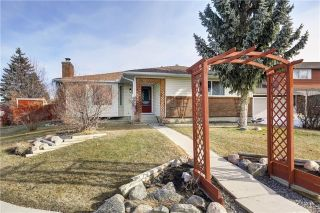 Main Photo: 304 QUEEN ANNE Way SE in Calgary: Queensland House for sale : MLS®# C4178496