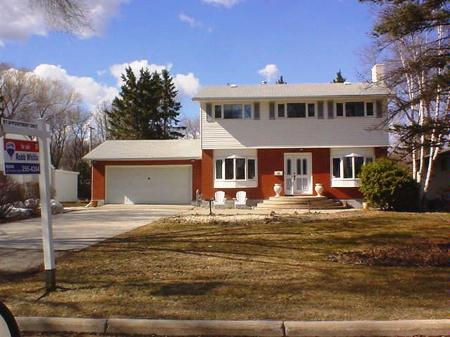 Main Photo: 619 Kilkenny Drive: Residential for sale (Fort Richmond)  : MLS(r) # 2705453