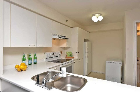 Photo 5: 10 75 E Weldrick Road in Richmond Hill: Observatory Condo for sale : MLS(r) # N3091164