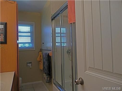 Photo 10: 569 Peto Place in VICTORIA: SW Glanford Single Family Detached for sale (Saanich West)  : MLS(r) # 267608