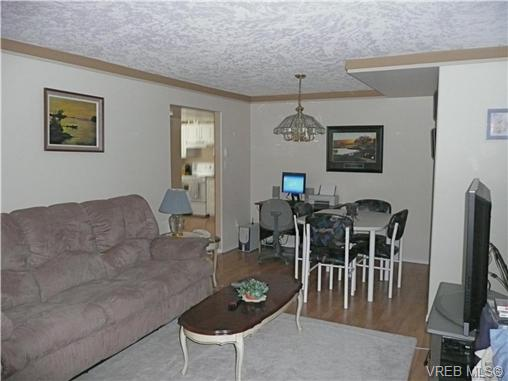 Photo 16: 569 Peto Place in VICTORIA: SW Glanford Single Family Detached for sale (Saanich West)  : MLS(r) # 267608