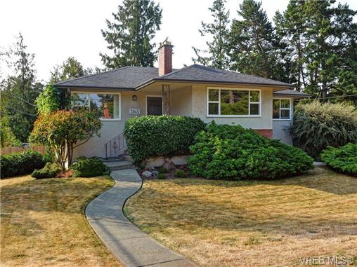 Main Photo: 3945 DAWE Road in VICTORIA: SE Cadboro Bay Single Family Detached for sale (Saanich East)  : MLS(r) # 353797