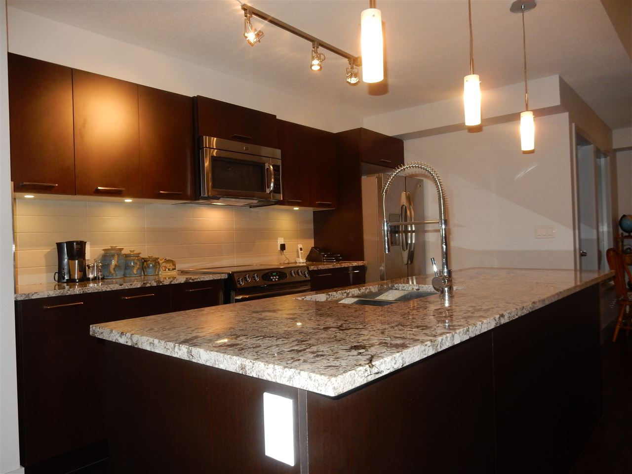 Photo 4: 312 5682 WHARF Avenue in Sechelt: Sechelt District Condo for sale (Sunshine Coast)  : MLS(r) # R2044638