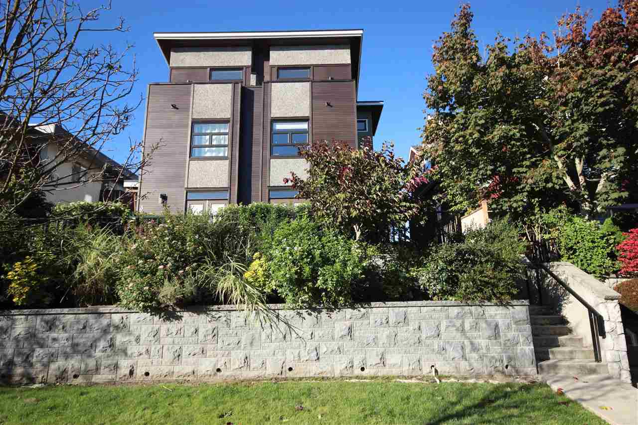 "Main Photo: 39 E 13TH Avenue in Vancouver: Mount Pleasant VE Townhouse for sale in ""THE MANHATTAN"" (Vancouver East)  : MLS®# R2115769"