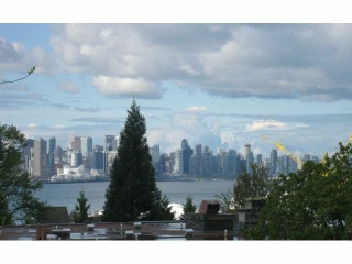"Main Photo: 312 360 E 2ND Street in North Vancouver: Lower Lonsdale Condo for sale in ""EMERALD MANOR"" : MLS® # R2135102"