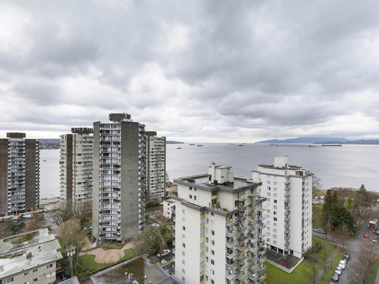 "Main Photo: 1808 1251 CARDERO Street in Vancouver: West End VW Condo for sale in ""SURFCREST"" (Vancouver West)  : MLS®# R2149386"
