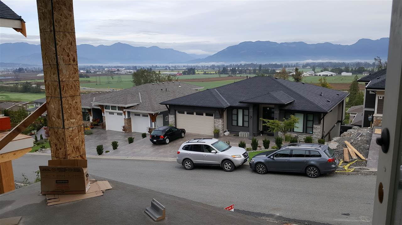 "Photo 6: Photos: 64 50778 LEDGESTONE Place in Chilliwack: Eastern Hillsides House for sale in ""SUNRIDGE"" : MLS® # R2179502"