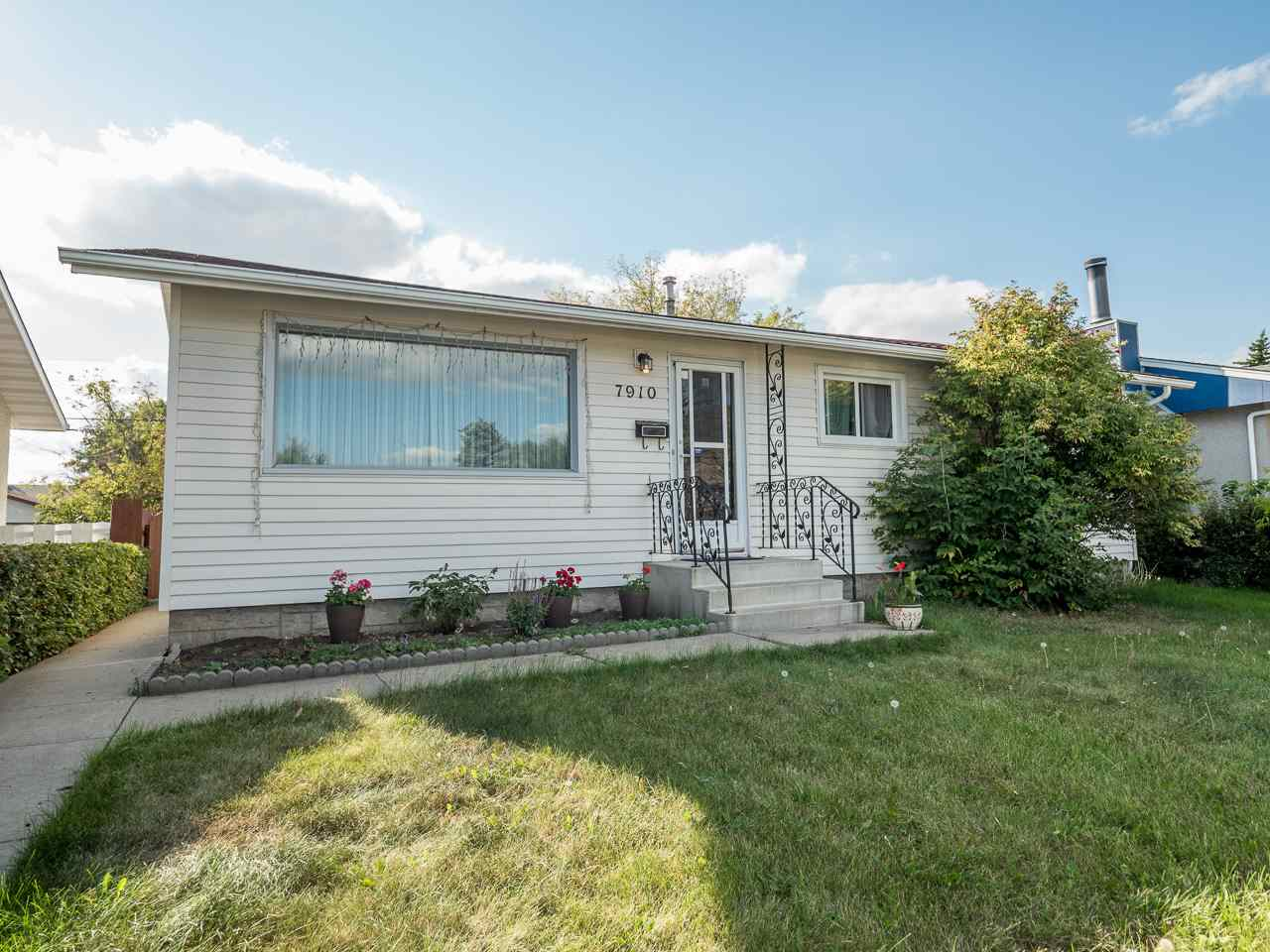 Main Photo: 7910 159 Street in Edmonton: Zone 22 House for sale : MLS® # E4079901
