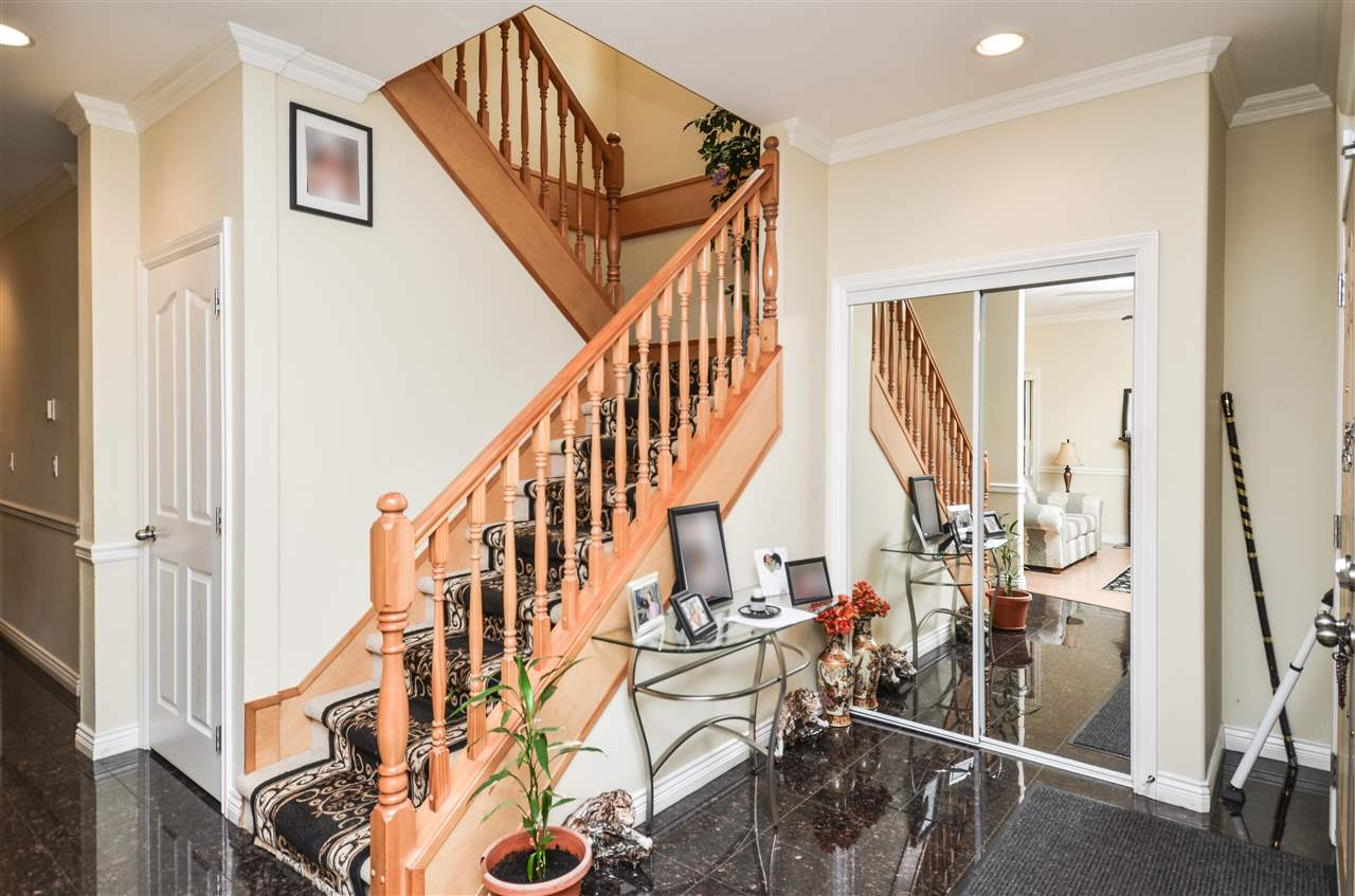 Photo 2: 5907 ORMIDALE Street in Vancouver: Killarney VE House for sale (Vancouver East)  : MLS® # R2204414
