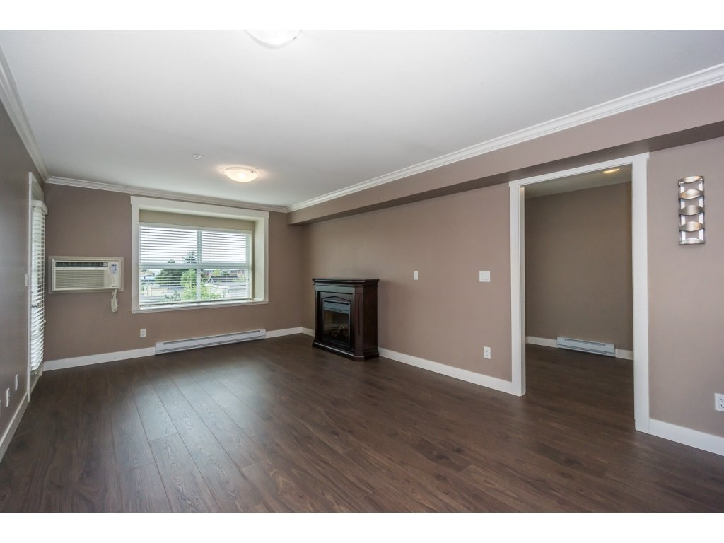 "Photo 10: 324 17769 57TH Avenue in Surrey: Cloverdale BC Condo for sale in ""CLOVER DOWNS ESTATES"" (Cloverdale)  : MLS® # R2204969"
