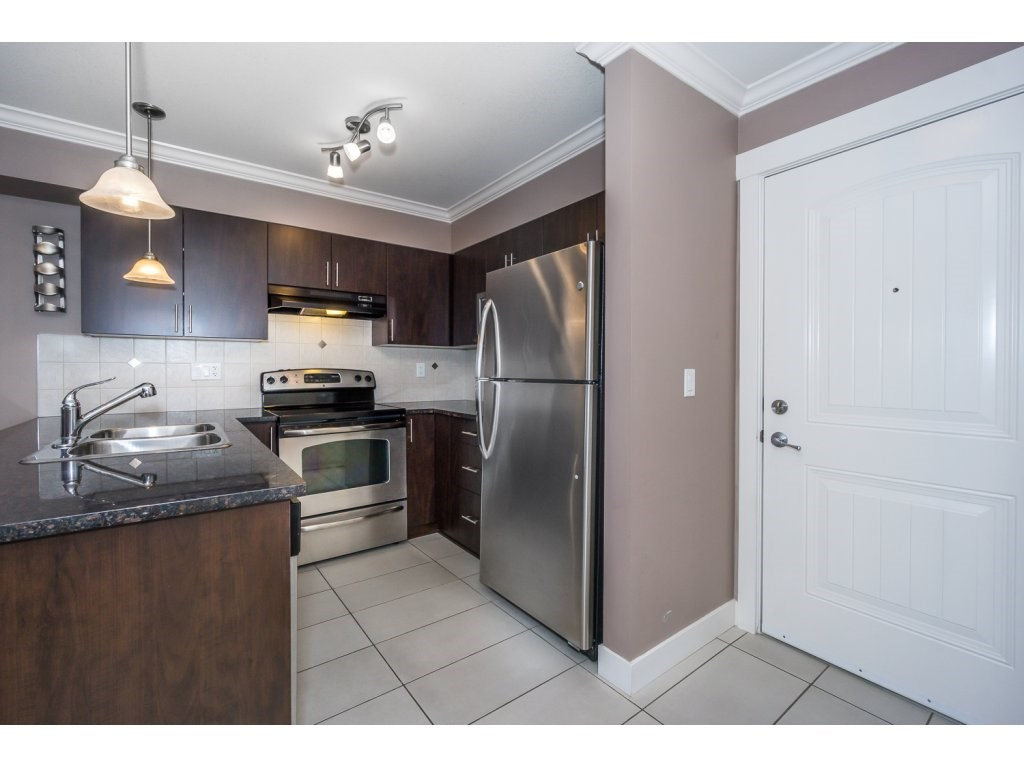 "Photo 6: 324 17769 57TH Avenue in Surrey: Cloverdale BC Condo for sale in ""CLOVER DOWNS ESTATES"" (Cloverdale)  : MLS® # R2204969"