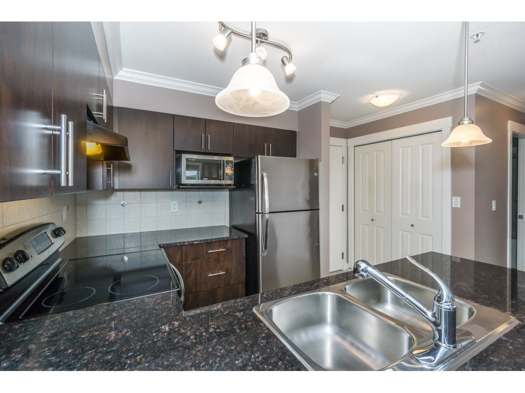 "Photo 9: 324 17769 57TH Avenue in Surrey: Cloverdale BC Condo for sale in ""CLOVER DOWNS ESTATES"" (Cloverdale)  : MLS® # R2204969"