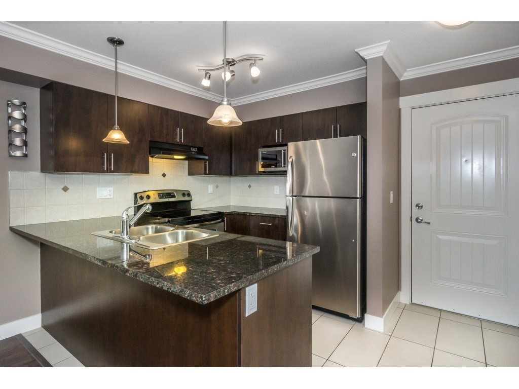 "Photo 5: 324 17769 57TH Avenue in Surrey: Cloverdale BC Condo for sale in ""CLOVER DOWNS ESTATES"" (Cloverdale)  : MLS® # R2204969"