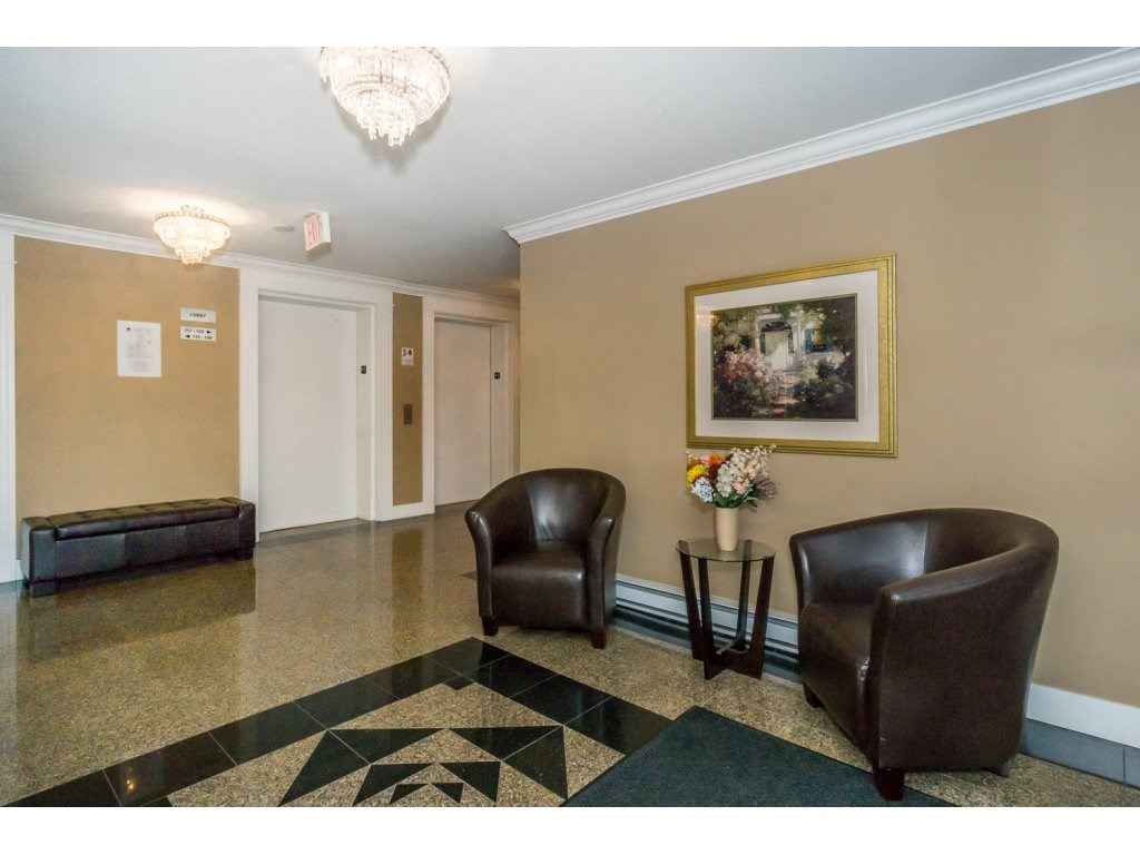 "Photo 3: 324 17769 57TH Avenue in Surrey: Cloverdale BC Condo for sale in ""CLOVER DOWNS ESTATES"" (Cloverdale)  : MLS® # R2204969"