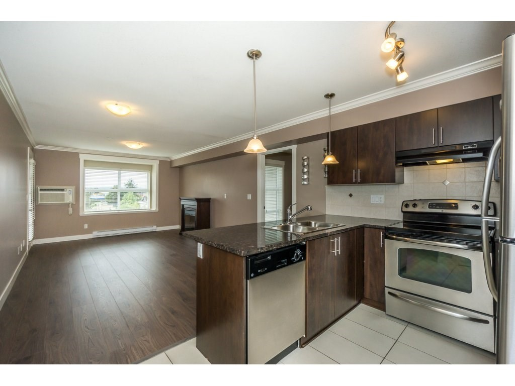 "Photo 4: 324 17769 57TH Avenue in Surrey: Cloverdale BC Condo for sale in ""CLOVER DOWNS ESTATES"" (Cloverdale)  : MLS® # R2204969"