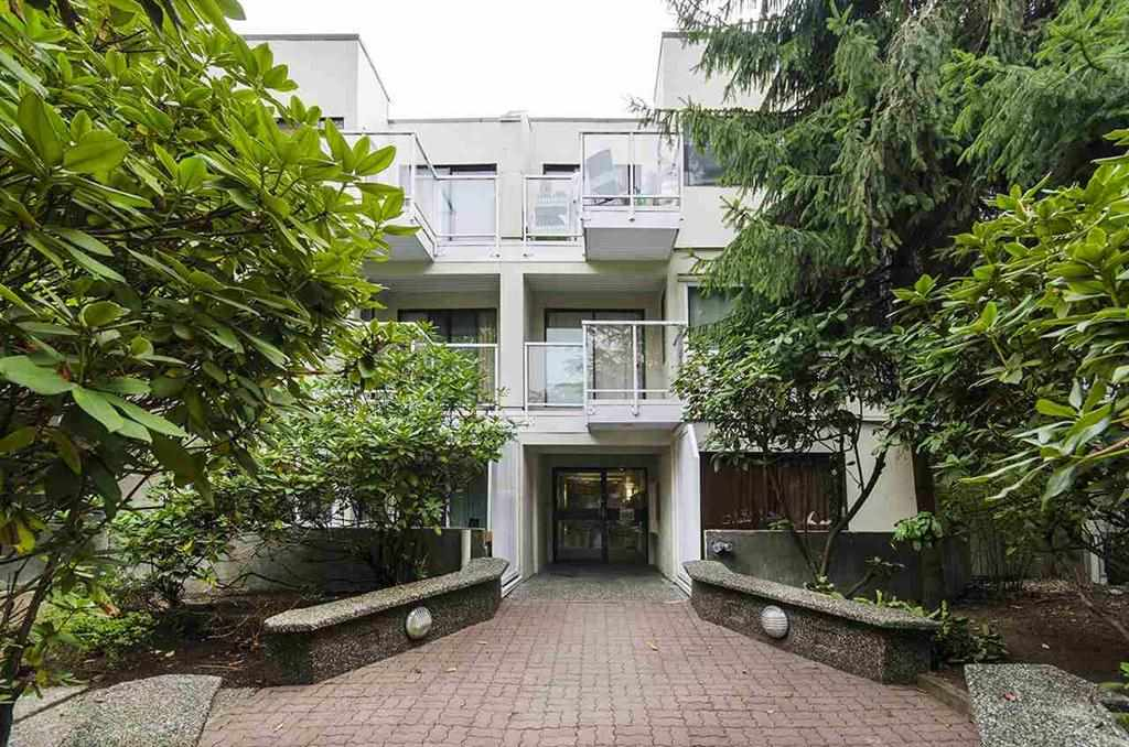"Main Photo: 214 830 E 7TH Avenue in Vancouver: Mount Pleasant VE Condo for sale in ""Fairfax"" (Vancouver East)  : MLS® # R2209071"