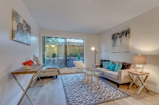 "Main Photo: 104 1990 W 6TH Avenue in Vancouver: Kitsilano Condo for sale in ""Mapleview Place"" (Vancouver West)  : MLS® # R2209995"